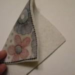 sovrapporre i quadrati di stoffa