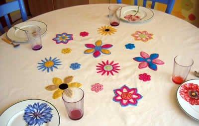 Tovaglia da tavola con fiori all uncinetto arte del ricamo - Tovaglie da tavola plastificate ...