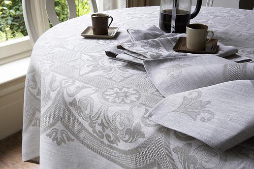 Come realizzare una tovaglia da tavola arte del ricamo - Tovaglia per tavolo ovale ...
