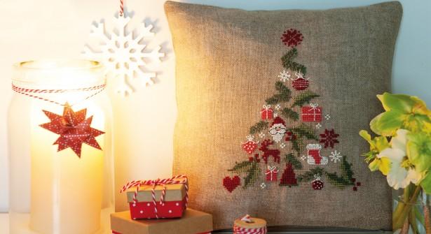 cuscino natalizio a punto croce