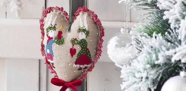 Piccoli Cuori da Ricamare a Punto Croce per il Natale